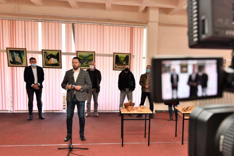 """Otvorena izložba slika u Centru za kulturu """"Husein Bašić"""" Plav"""